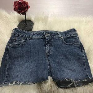"Silver Jeans cut off  shorts frayed hem 32"" 💥"